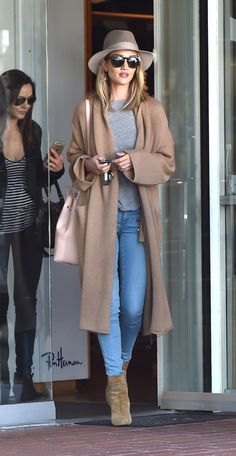 Rosie Huntington-Whiteley gives her jeans the neutral treatment with a tan-hued sweater, hat, bag and ankle boots.
