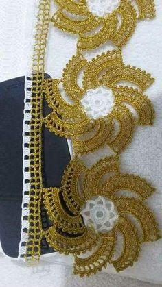 This Pin was discovered by HUZ Col Crochet, Crochet Motifs, Freeform Crochet, Thread Crochet, Crochet Trim, Crochet Doilies, Crochet Flower Patterns, Crochet Stitches Patterns, Crochet Designs