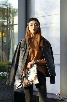이성경 Asian Street Style, Asian Style, Korean Street, Fashion Poses, Dope Fashion, Japanese Fashion, Asian Fashion, Lee Sung Kyung Fashion, Krystal Jung Fashion