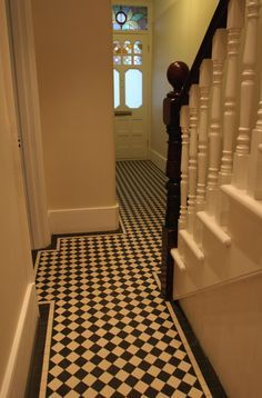 Trendy House Entrance Tiles Black And White Victorian Hallway, Victorian Cottage, Victorian Terrace, Victorian Homes, Tiled Hallway, Hallway Flooring, Hall Tiles, Small Entryways, House Entrance