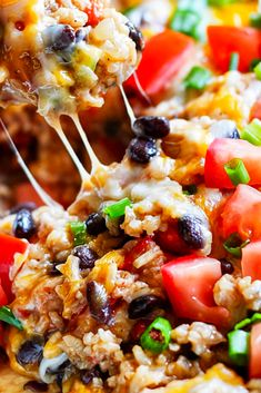 Instant Pot Chicken Burrito Bowl Recipe - Thís recípe for Instant Pot Chicken Burrito Bowl ís packed wíth flavor and so easy to make. Best Dinner Recipes Ever, Instant Pot Dinner Recipes, Delicious Dinner Recipes, Beef Recipes, Mexican Food Recipes, Chicken Recipes, Uk Recipes, Chicken Ideas, German Recipes