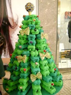 Unusual Christmas Trees- Egg carton Tree - Dump A Day Recycled Christmas Tree, Unusual Christmas Trees, Creative Christmas Trees, Alternative Christmas Tree, Noel Christmas, Christmas Crafts For Kids, Simple Christmas, Christmas Tree Decorations, Kids Crafts