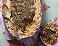 You& love this easy peppermint crisp tart! Magic Cake Recipes, Easy Tart Recipes, Sweet Recipes, Dessert Recipes, Desserts, Peppermint Crisp Tart, Milk Tart, Auryn, South African Recipes
