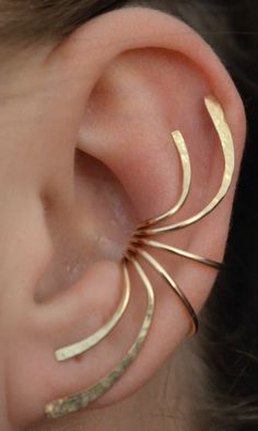 Pretty spray-curve ear cuff