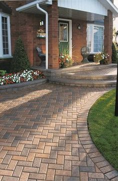 Mounting a Block or Paver Walkway – Outdoor Patio Decor Brick Driveway, Driveway Design, Driveway Entrance, Paver Walkway, Driveway Landscaping, Patio Design, Landscaping Ideas, House Entrance, Driveway Ideas