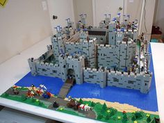 Huge Lego Castle - now that is what I am talking about  :)