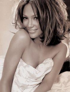 jennifer lopez short hairstyles | Jennifer Lopez Hairstyles: Sassy Medium Wavy Haircut