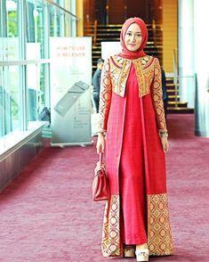 Long dress with matching overcoat hijab style Hijab Abaya, Kebaya Hijab, Kebaya Dress, Dress Pesta, Kebaya Muslim, Muslim Dress, Model Kebaya Modern Muslim, Batik Fashion, Abaya Fashion