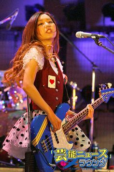 SCANDAL ( スキャンダル )のBass & Vocal TOMOMI (トモミ)バンド