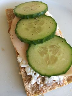 Best lunch dish For a little over 100 calories. Cracker, huttekase, chicken filet and cucumber!