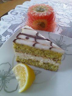 Makovo-tvarohové rezy s citrónovou polevou Desert Recipes, Vanilla Cake, Tiramisu, Cheesecake, Ethnic Recipes, Food, Sweater, Basket, Lemon
