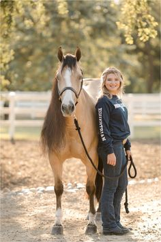 Horse Girl Photography, Equine Photography, Cowgirl Style Outfits, Reining Horses, Horse Portrait, Horse Photos, Horse Riding, Country Girls, Equestrian