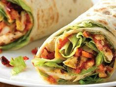 Wrap froid végétarien - Food and Drinks Veggie Recipes, Vegetarian Recipes, Healthy Recipes, Vegetarian Wraps, Clean Eating Snacks, Healthy Snacks, Crema Fresca, Paninis, Tortilla