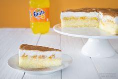 Zubereitung: 40 Min. Backzeit: 30 Min. Kühlzeit: 3 Stunde Zutaten für einen 26 cm Kuchen: Teig: 3 Eier 100 g Zucker 1 Pr. Salz Vanilleextrak...