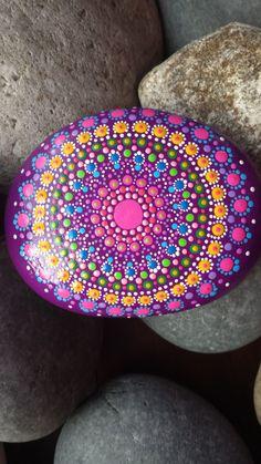 mandala pintada piedra dotillism agradecimiento por RockYourWorld7