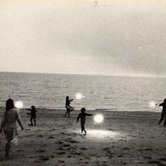 Vintage Photography, Street Photography, Behind The Sea, Film Stills, Sparklers, Black And White Photography, Art Images, Picture Photo, Foto E Video