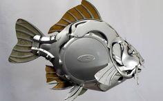 Artista inglês cria esculturas com calotas de carros. Veja fotos do seu trabalho - Auto - iG