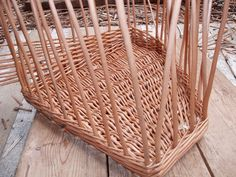 The base made, and uprights inserted all around. You can see the weave working its way up the basket at the back. Corner Storage, Storage Baskets, Wicker Baskets, Weave, Diy And Crafts, Shapes, Handmade, Home Decor, Baskets
