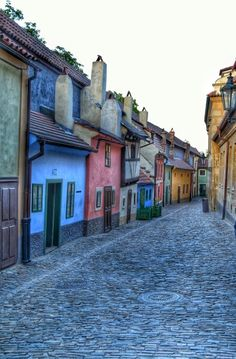 Golden lane - Prague Franz Kafka lived and worked in one of these houses for a while. Prague City, Prague Castle, Budapest, Beautiful Places In The World, Beautiful Places To Visit, Travel Around The World, Around The Worlds, Places To Travel, Places To Go