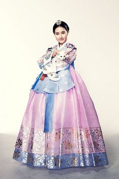 Pretty lady in National costume of Korea - the hanbok. Korean Traditional Dress, Traditional Fashion, Traditional Dresses, Korea Dress, Modern Hanbok, Korean Outfits, Historical Clothing, Asian Fashion, Lany