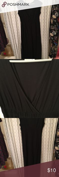 """Black Maxi Dress (Maternity) EUC! Cute and comfy black maxi dress. Old Navy Maternity brand, but it could be used for a non-maternity dress in my opinion. V-neck with high back. I'm 5'10"""" and the dress reached my lower calves. Old Navy Dresses Maxi"""
