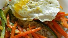 A vegetarian version of the Korean one-bowl meal of rice and vegetables topped with an egg is ready in less than an hour.