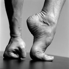 Julio Bocca Ballet Argentino New York 2000 by Patrick Demarchelier Julio Bocca answers the Gramilano Questionnaire… Dancers' Edition Leg Reference, Human Reference, Figure Drawing Reference, Anatomy Reference, Photo Reference, Reference Photos For Artists, Patrick Demarchelier, Foot Anatomy, Anatomy Poses