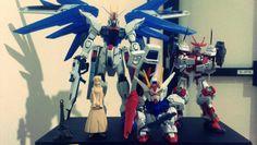 Teman meja, ada freedom gundam, sengoku astray gundam, SD Strike Gundam, hehehe