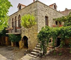 marhaba 👋🏻 Deir El Qamar Photo by Jack S. Old House Design, Beirut Lebanon, Mountain Homes, Architecture Old, Old Buildings, Traditional House, Old Houses, Interior And Exterior, Beautiful Homes