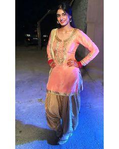 Image may contain: one or more people and people standing Punjabi Wedding Suit, Punjabi Wedding Couple, Pakistani Wedding Dresses, Punjabi Dress, Anarkali Dress, Punjabi Suits, Indian Suits, Salwar Suits, Punjabi Fashion