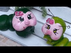 Lagarta de jardim, passo a passo - YouTube Handmade Crafts, Easy Crafts, Cement Art, Papercrete, Pottery Animals, Owl House, Angel Crafts, Concrete Crafts, Clay Figures