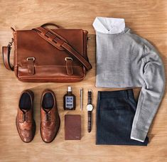 12 Men Sweater Outfits Ideas Worth Try - trendstutor Der Gentleman, Gentleman Style, Sweater Outfits, Casual Outfits, Men Sweater, Look Fashion, Fashion Tips, Fashion Trends, Fashion Sale