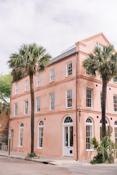 Charleston, South Carolina - The Best Places To Travel In October - Photos Charleston South Carolina, Charleston Sc, Best Places To Travel, Places To See, Belle Villa, Pink Houses, Adventure Travel, Travel Photos, Disneyland