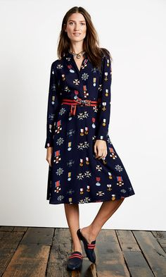 This versatile design is perfect for casual lunch dates and days at the office alike. Our shirt-dress has a bold print and covered-up buttons for a sleek finish. The loops for the self-tie belt are retractable too, so you can add your own or simply go without. Now that's versatility.