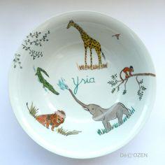 Cette assiette creuse pour enfant avec pour thème l'afrique est personnalisable au prénom de votre enfant. l'enfant pourra quand il grandit nommer l'éléphant,le croco, le sing - 7840713
