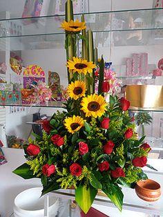 Rose Flower Arrangements, Centerpieces, Table Decorations, Fresh Flowers, Basket, Plants, Design, Color, Ideas