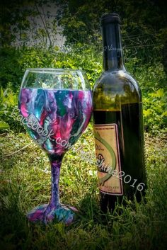 They say you can use Unicorn SPiT on just about any material, so I decided to try it on a wine glass. I just love how it turned out!You apply the Unicorn SPiT g…