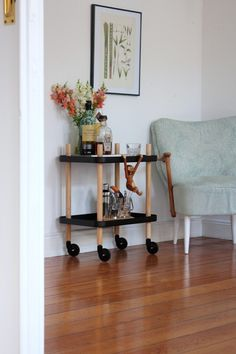 Block Table von Normann Copenhagen, an dem ganz frech der Holzaffe von Kay Bojesen baumelt - Homestory & Interview mit Johanna von mintundmeer by Design Bestseller