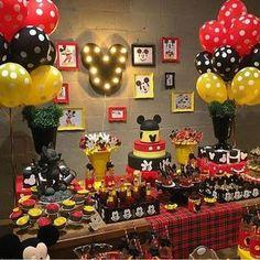 Festa Mickey muito linda! Painel super bacana com luminoso Mickey que adoro! Por…