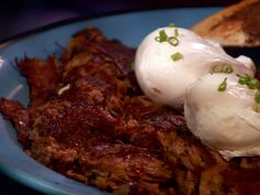 Corned Beef Hash - Recipe courtesy Paul Dyer, Chef of The Porthole Restaurant in Portland, ME. Show: Diners, Drive-ins and Dives Episode: Fresh, Filled and Fried. Dove Recipes, Beef Recipes, Cooking Recipes, Homemade Corned Beef, Corned Beef Hash, Brisket Hash, The Pancake House, Hash Recipe, Kitchens