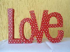 LOVE POLKA DOTS - palavra decorativa Decore sua casa com estilo. Peça em MDF de espessura em 15mm pintada artesanalmente. Pode ser personalizada em outras cores. Linda peça para decoração. Presenteie ou decore sua casa, seu cantinho de amor !!!! R$35,00