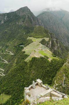Veja fotos de Machu Picchu: A cidade inca vista do alto da montanha Huayna Picchu: um lugar imperdível na América do Sul e dos espetaculares do mundo.