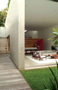 Sleek Casa Cinza in Sao Paulo, Brazil by Isay Weinfeld Architects