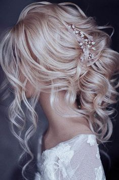 33 oh so perfect curly wedding hairstyles - fri .- 33 Oh, so perfekte lockige Hochzeitsfrisuren – 33 oh so perfect curly wedding hairstyles – hairstyles # curly – - Diy Wedding Hair, Short Wedding Hair, Wedding Hair And Makeup, Bridal Hair, Chic Wedding, Wedding Bride, Perfect Wedding, Curly Hair Styles Wedding, Wedding Nails