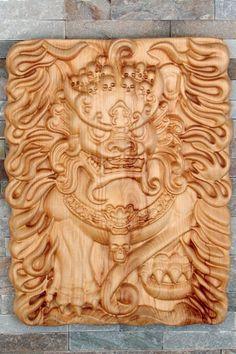 Lion gardien chinois que j'ai fait dans mon garage-atelier à partir de mon CNC. Cette pièce est vraiment unique car elle est dans un seul morceau en bois de pin. Aucun bois collé dans cette pièce. Elle est huilé avec de l'huile d'abrasin. Dimension : L43cm X H55cm X É7cm Garage Atelier, Pin, Gravure, Bamboo Cutting Board, Unique, Wood Pieces, Chinese, Impressionism, Oil