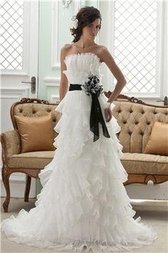 Wunderschne Luxurise Brautmode aus Tll und Satin A-Linie creme Brautmode