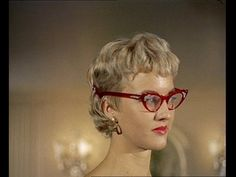 Vidal Sassoon exhibits his latest hairstyles and hair trends at the Dorchester Hotel in London (1955). Fantastic colour footage of Sassoon's designs