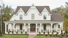 More Than 73 The Prettiest Modern Farmhouse We've Ever Seen Historical Details Meet ! The Prettiest Modern Farmhouse We've Ever Seen Victorian Farmhouse, Modern Farmhouse Exterior, Country Farmhouse Decor, Farmhouse Plans, Farmhouse Design, Farmhouse Style, Farmhouse Architecture, Kitchen Country, Farmhouse Homes