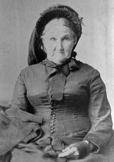 Zerelda Elizabeth Cole James Simms Samuel, mother of Frank and Jesse James. Born in she was still in her when Jesse was killed.~looks a little crazy lol Vintage Pictures, Old Pictures, Vintage Images, Wild West Outlaws, Famous Outlaws, Frank James, Old West Photos, Westerns, Into The West