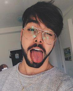 """199.4 mil curtidas, 5,024 comentários - Lucas Olioti (@t3ddyyyy) no Instagram: """"vê se eu escovei direito a lingua."""""""